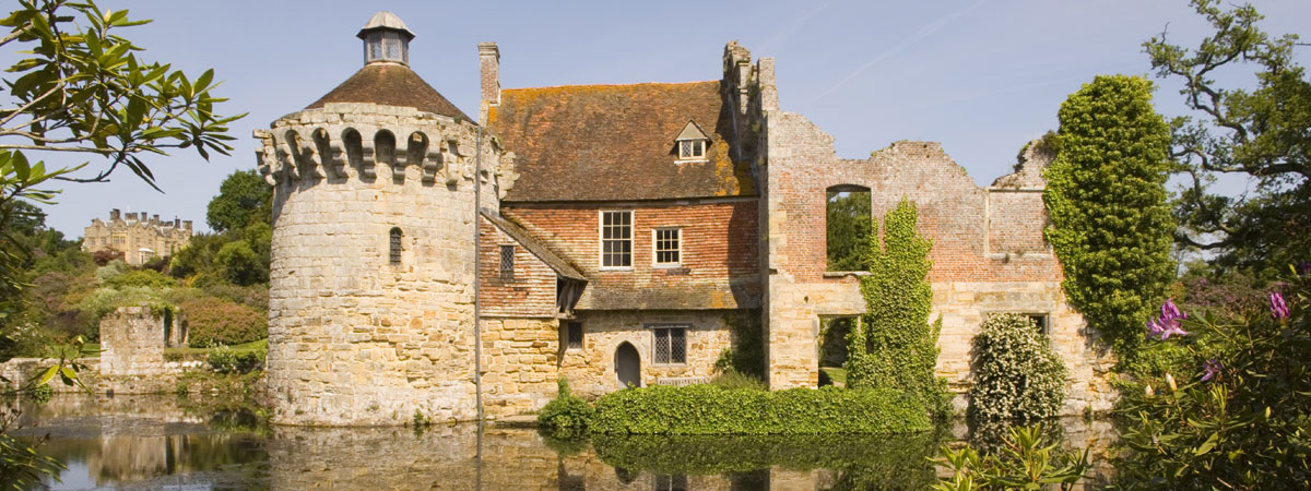 scotney-lake-and-castle