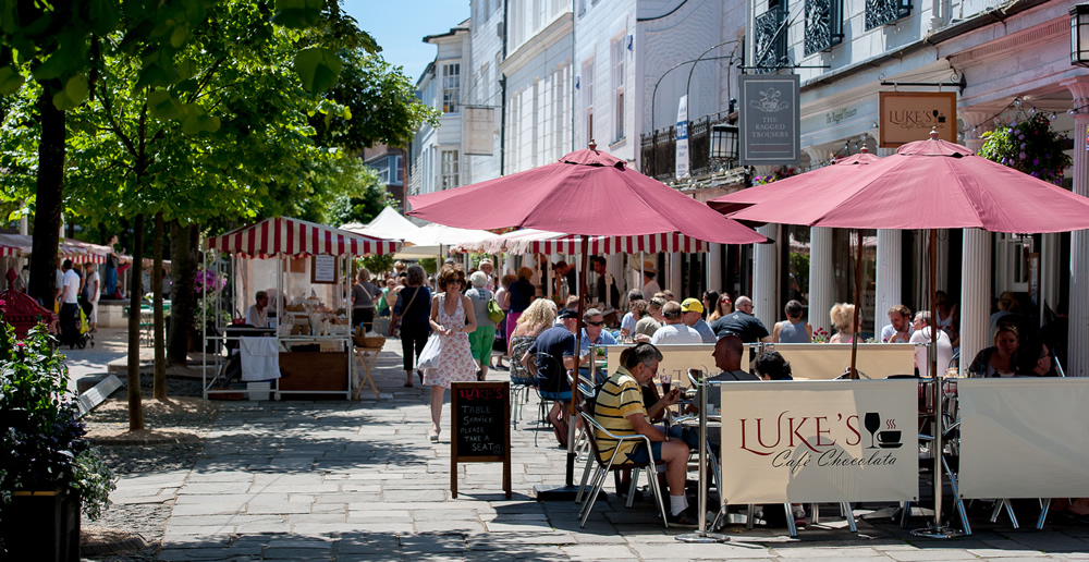 tunb-feature-page-pantiles-summer-alfresco-dining-eating-market-dh-dhr_4420